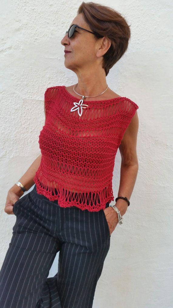 eda6f508e031 Jersey rojo punto, top tejido algodón, jersey corto verano, jersey algodón  rojo ¡Cómo favorece este jersey rojo! Suave, fresco, y muy sugerente.