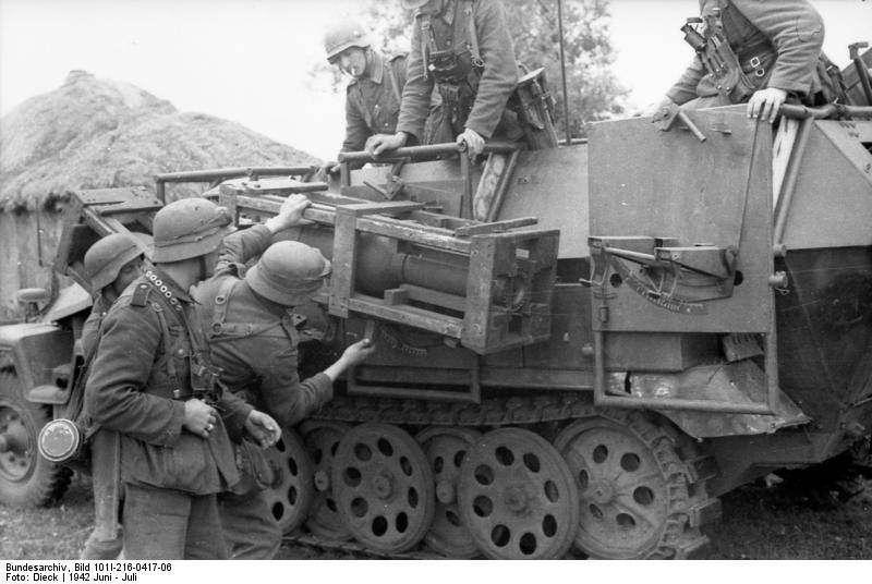 SdKfz 251 Stuka zu Fuss schwerer Wurfrahmen rocket launcher Russia ...
