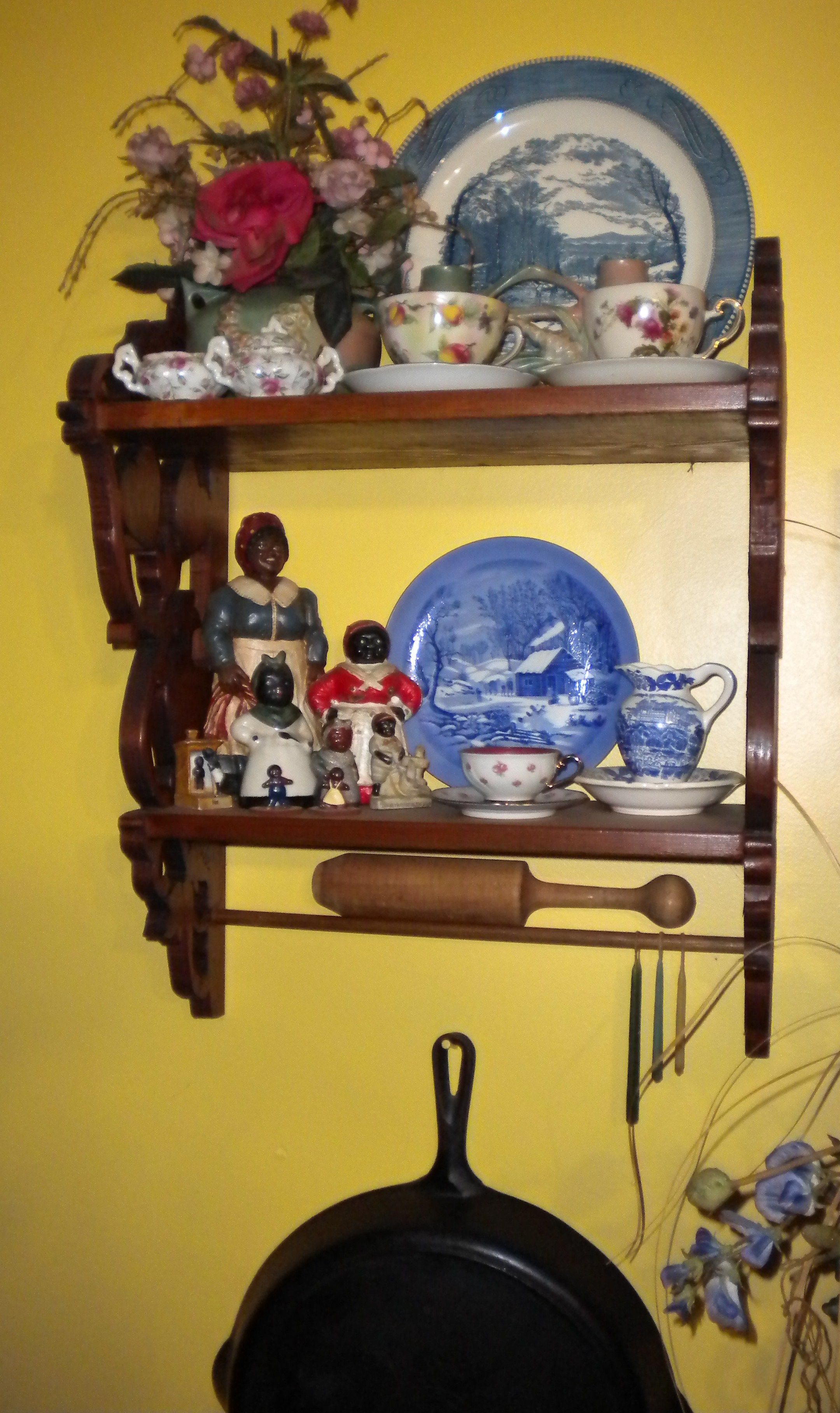 Collection of antique adds a style to the kitchen.