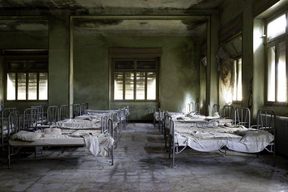 L'abbandono ha suo fascino, da immortalare, raccontare e ricordare. Questa la cifra di Atlas Italiae, il lavoro fotografico di