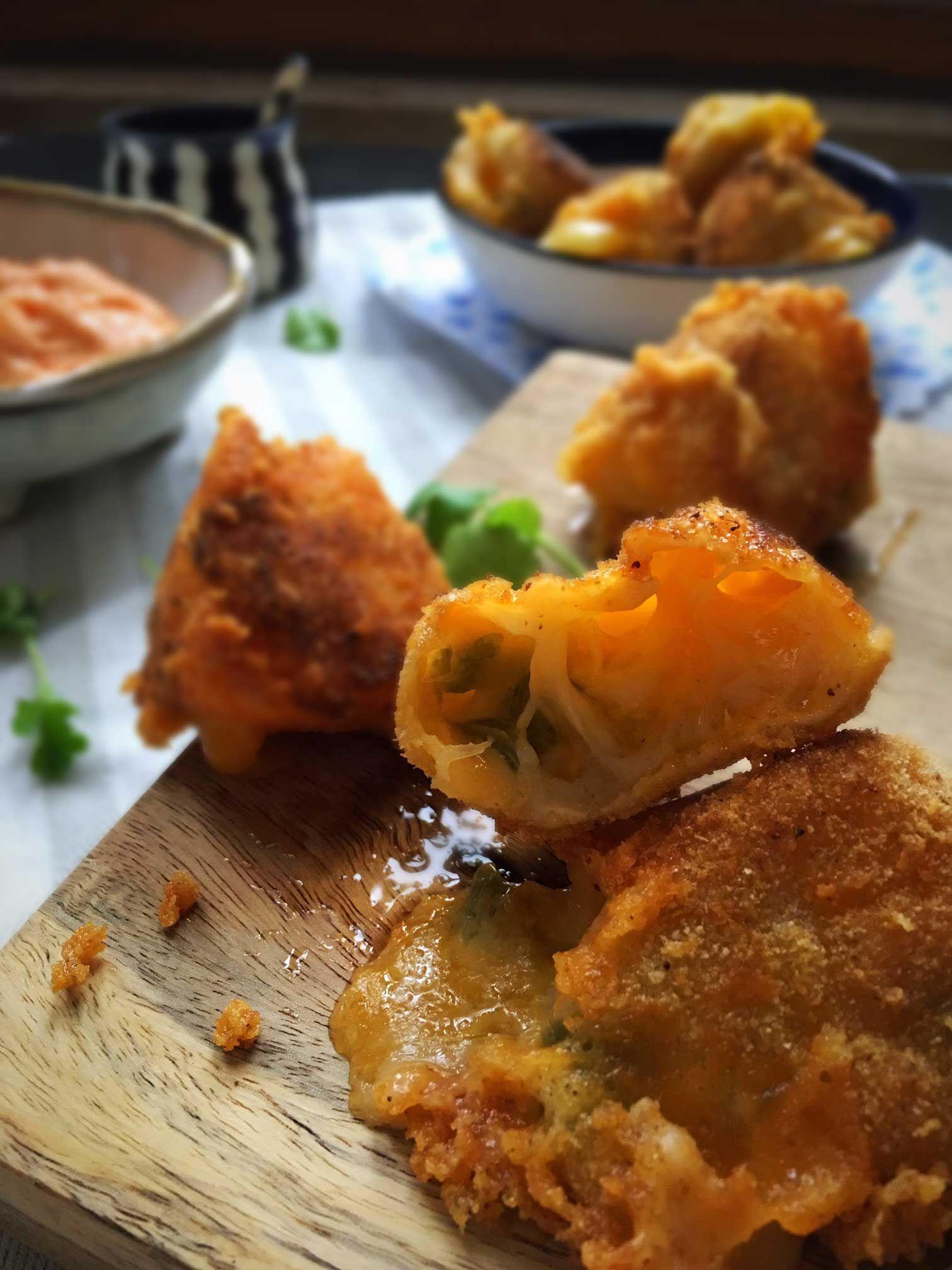 Chili Cheese Tops || Smelt osten i mikroovnen først. FRYS MIN. 1 TIME EFTER PANERNG. Olien skal være lavere end 175 grader