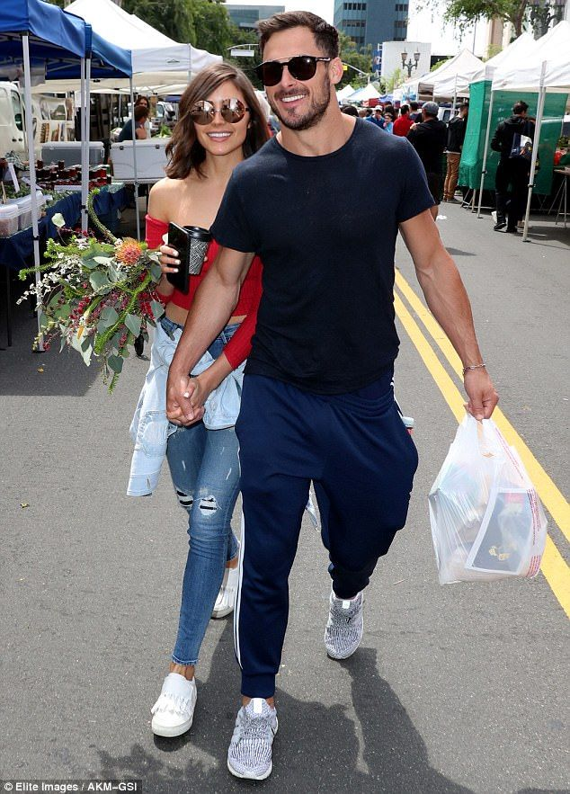 Olivia Culpo Don Red Crop Top With Denim With Boyfriend Danny Amendola Olivia Culpo Olivia Culpo Style Celebrity Street Style