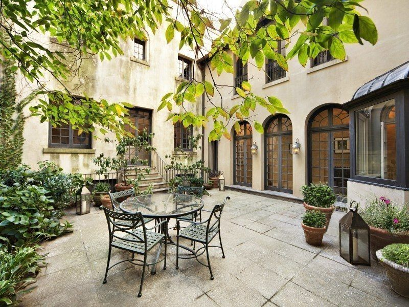 Step Inside Spike Lee S Historic Townhouse Listed For 32m Nyc Townhouse Townhouse Outdoor