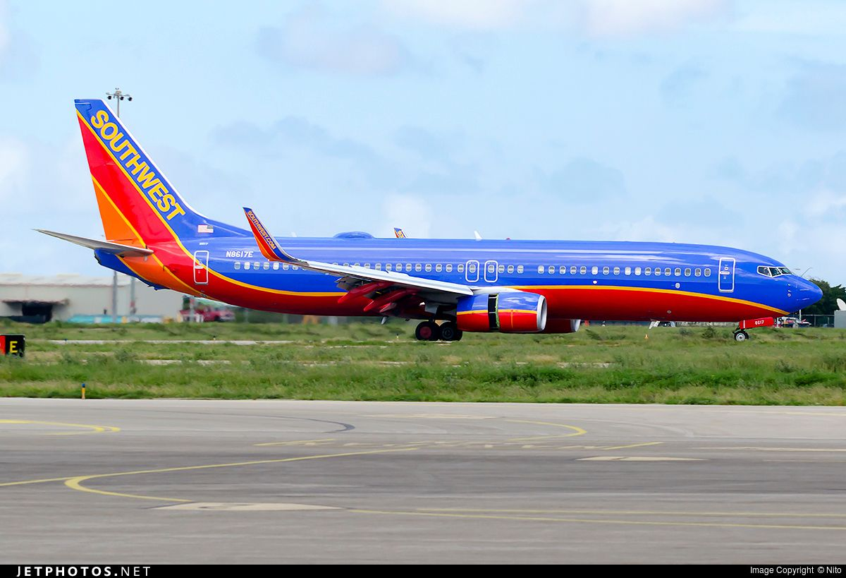 Arriving on runway 11 N8617E Boeing 7378H4 JetPhotos