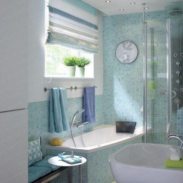 Kleines Bad mit klarer Teilung - Badewanne vor dem Fenster bad - kleine badezimmer design