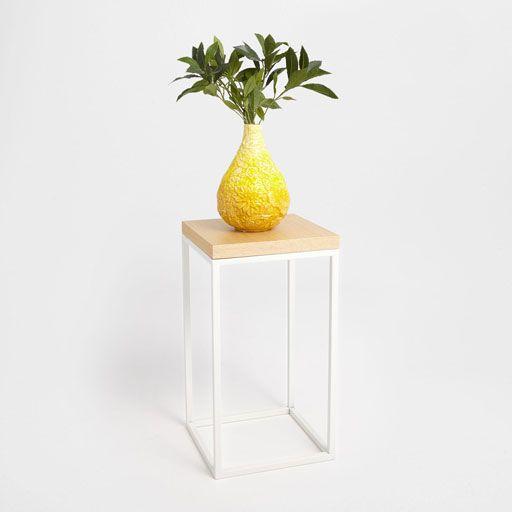 Imagem de produto Mesinha auxiliar quadrada em cor branca e cor natural
