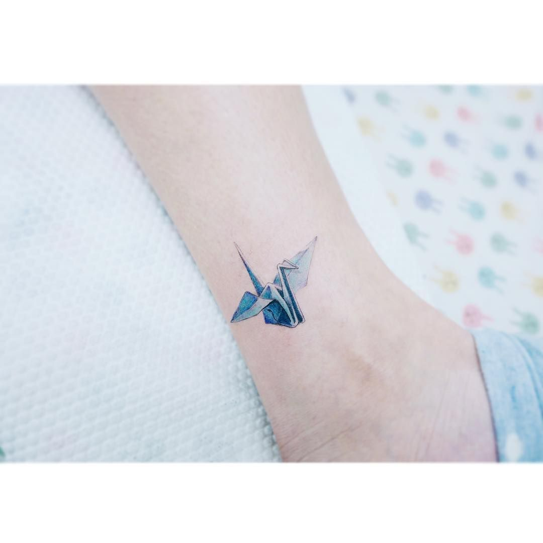 Tattoo Designs For Women Are Delicate Sweet Spicy And Cute Small Pieces Of Magical Art Tattooed On To Your Skin Thi Crane Tattoo Paper Crane Tattoo Tattoos