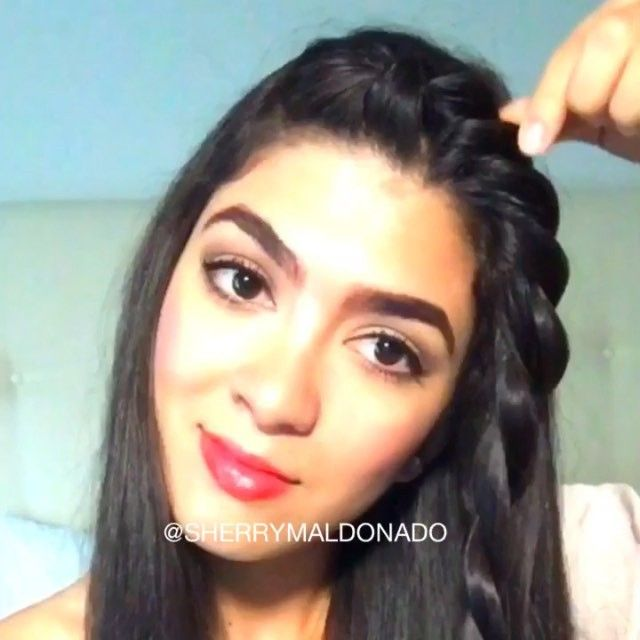 Hey loves!!! This is how I accent  and control my loose hair a simple and super easy way to style it ❤️/ESPANOL hola!!  esta es la manera en como en unos simples pasos acentuo le doy vida a mi pelo suelto super facil#sherrymaldonado #hairstyle #hair #braid #vegas_nay #hudabeauty #wakeupandmakeup #makegirlz #hairtutorial