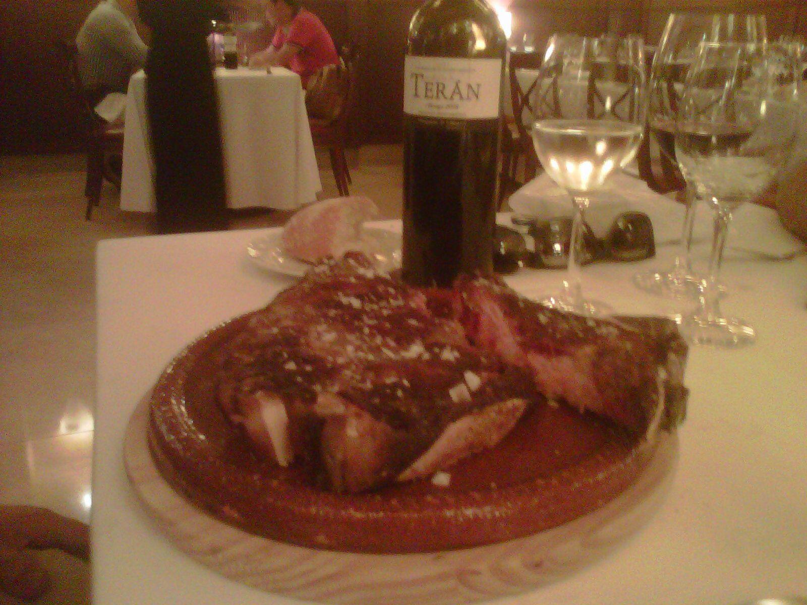Un Tierno Chuletón Con Nuestro Marqués De Terán En El Restaurante Cachetero Logroño Restaurantes Vino Rioja Bodegas