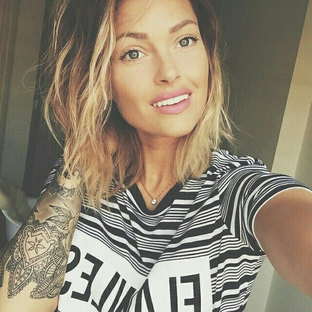 Tatoo girl HAIR en 2019 Tatouage caroline receveur