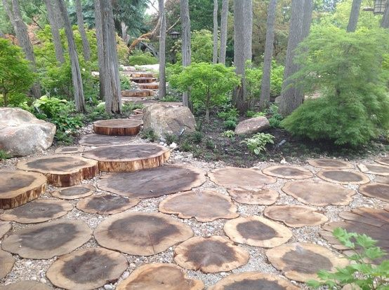 Log Slices As Stepping Stones Landscaping Around Trees Garden Pathway Garden Design Pictures