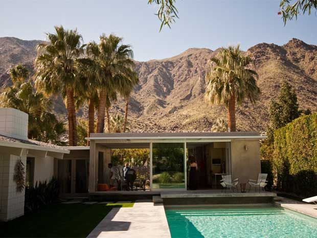 Modern Architecture Palm Springs a 1950s grandmother might have been unable to find the front door
