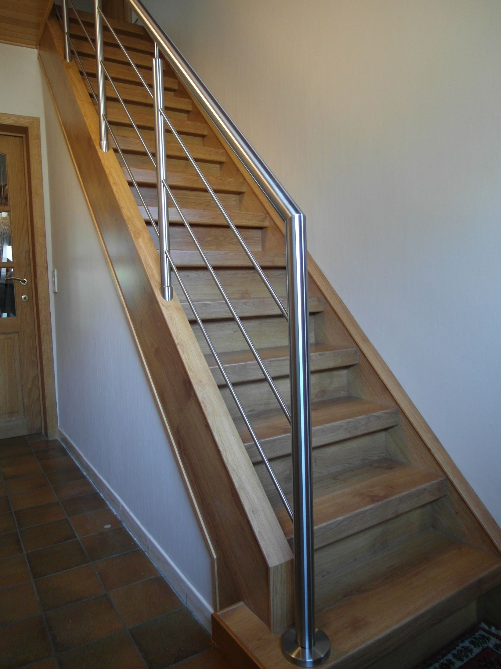 Rvs balustrade schuin op trap met knieregels rvs glazen balustrades pinterest house - Balustrade trap ...