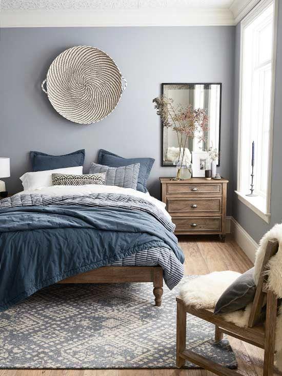 traumhaftes Schlafzimmer in blau, weiß und braun im Landhausstil - schlafzimmer ideen landhaus
