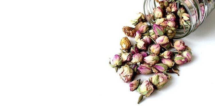 La crema viso fai da te alla rosa che coniuga leggerezza e nutrimento, per idrat…