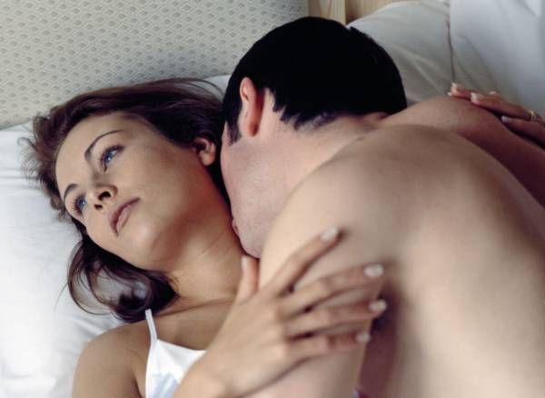 zachem-zhenshini-imitiruyut-orgazm-vstavila