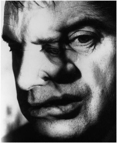 Francis Bacon, 1967 -by Jorge (J.S.) Lewinski--interesting  마치 그의 그림같이 해체된 ...베이컨을 찍은 사진