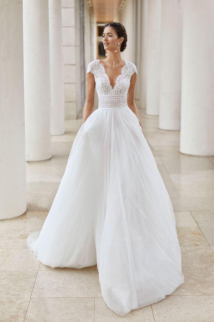 Elegant Wedding Dress In 2020 Wedding Dress Couture Wedding Dresses Lace Rosa Clara Wedding Dresses