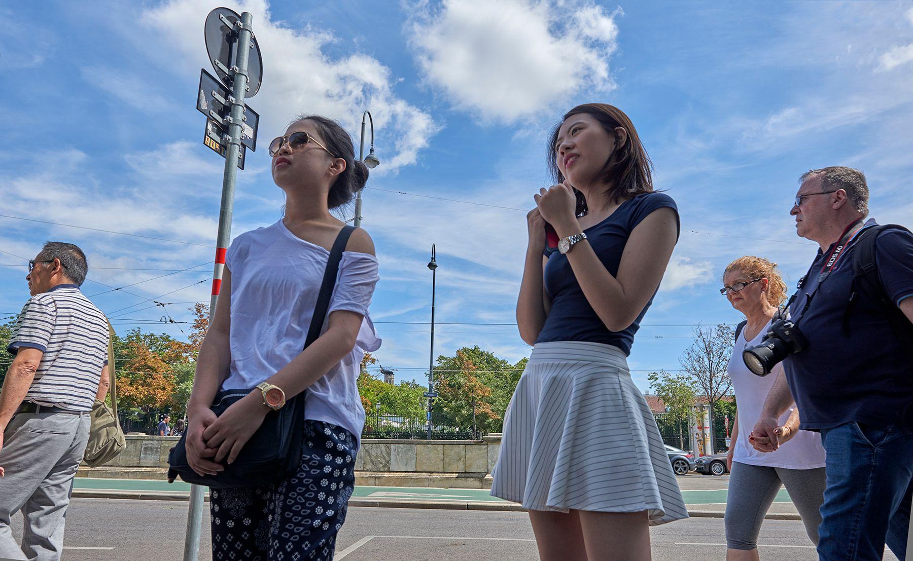 Turistas observando