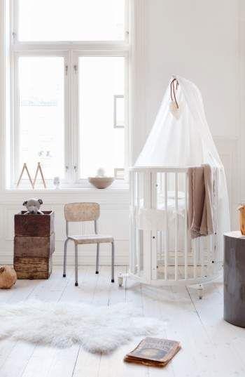 Stokke Sleepi Mini Crib, Drape Rod & Mattress Bundle // afflink