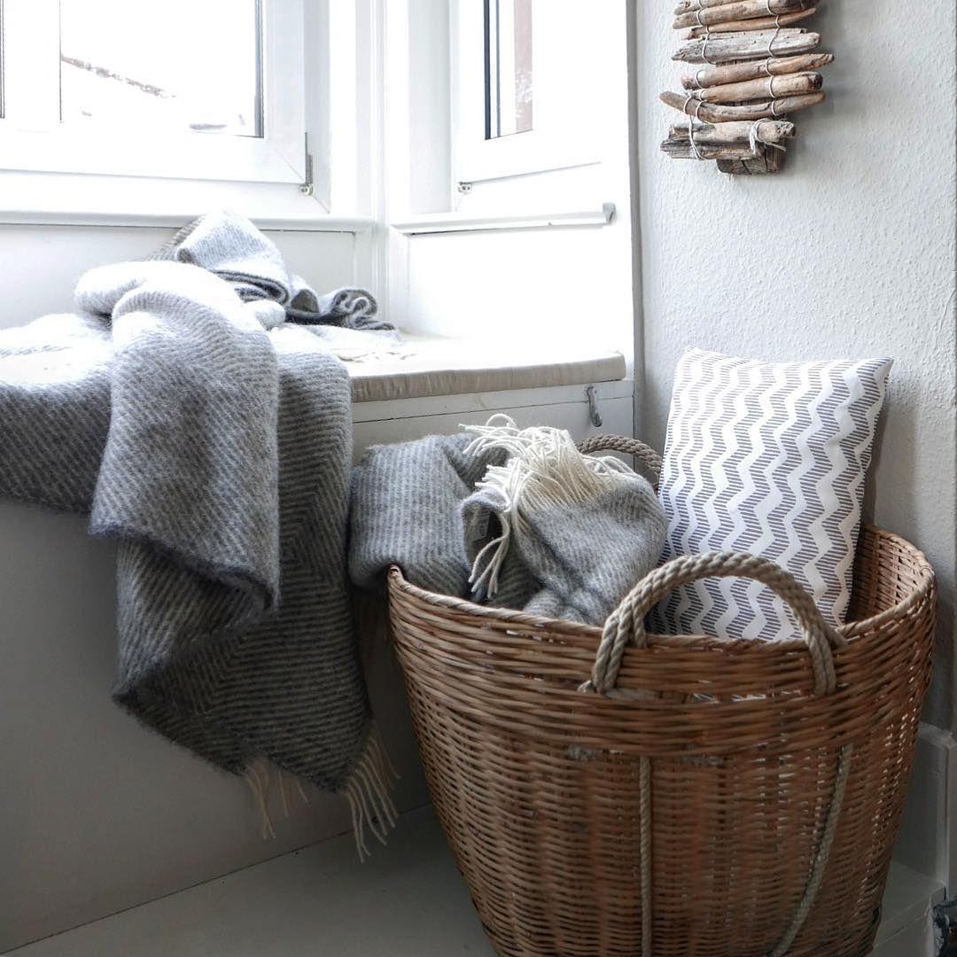 Alle Lieblingsdecken Einfach Dekorativ Im Korb Aufbewahren Bis Sie Wieder Zum Einsatz Kommen Foto 2boxdetail Auf Instagram Wolldecke Decke Wolle Kaufen