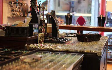 notre boutique de perles paris l 39 atelier de la cr ation 27 rue des plantes paris 14. Black Bedroom Furniture Sets. Home Design Ideas