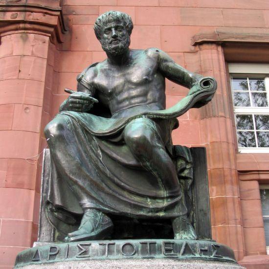 Resultado de imagem para Estatua de bronze de Aristoteles