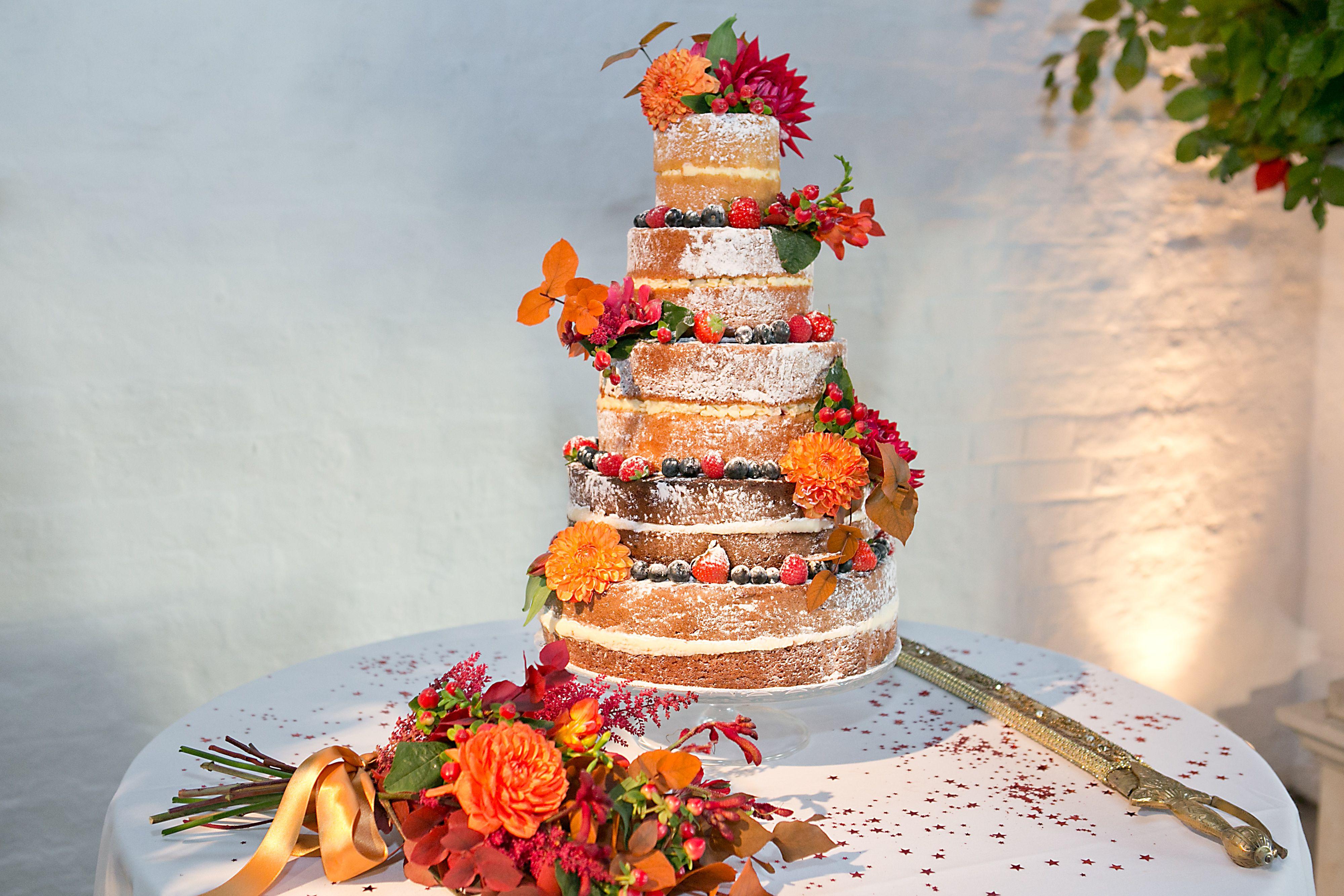 Cake by http://www.frenchmade.co.uk Photo: Photography by Krishanthi #autumn #weddingcake #nakedcake #rustic #wedding
