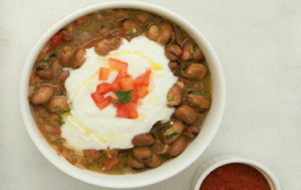 فول باللبن الزبادي Delicious And Warm Arabic Fool With Labneh Middle Eastern Recipes Food Stew Recipes