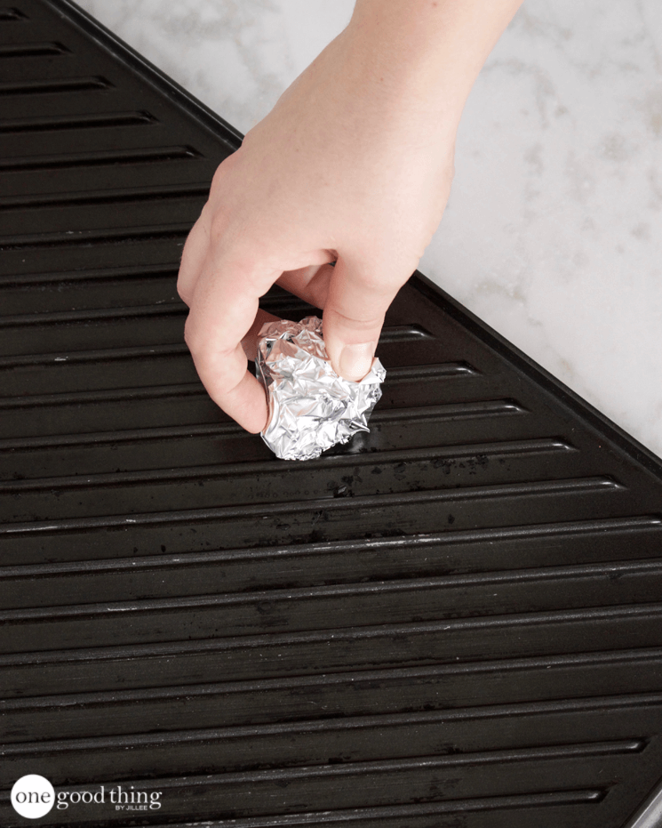 15 Brilliant Uses For Aluminum Foil That Will Save You Time Aluminum Foil Fun To Be One Cleaning Pans