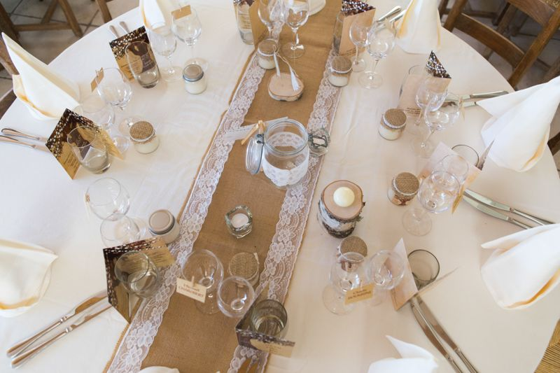 Reportage Julia Amp Loic Mariage Champetre Romantique Table Mariage Romantique Idee Deco Table Mariage Decoration Mariage