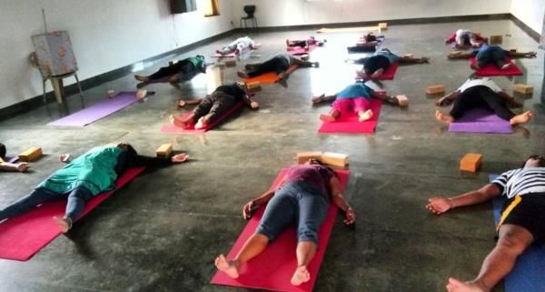Try Our Yoga Classes For Complete Health At Divyamaya Transcendental Tags Flexibility Glowing Skin Golfers