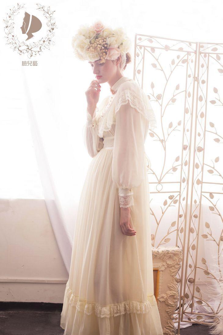 Gunne sax wedding dress  MonMonMori is is like a super ethereal fairytale dream frock
