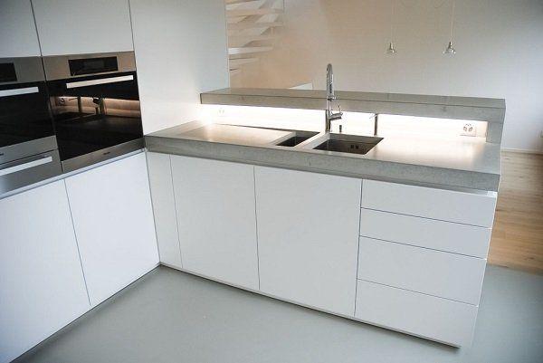 Cucina in muratura moderna: Dade Design, cucina con struttura top in ...