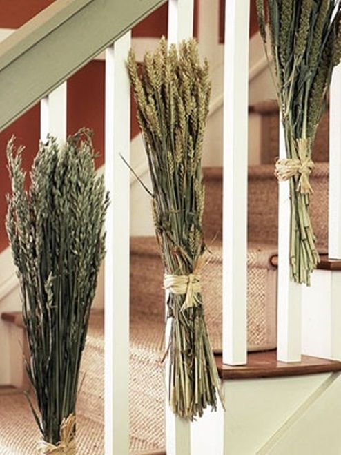 Christmas Staircase Decorations | Christmas Decorating ...