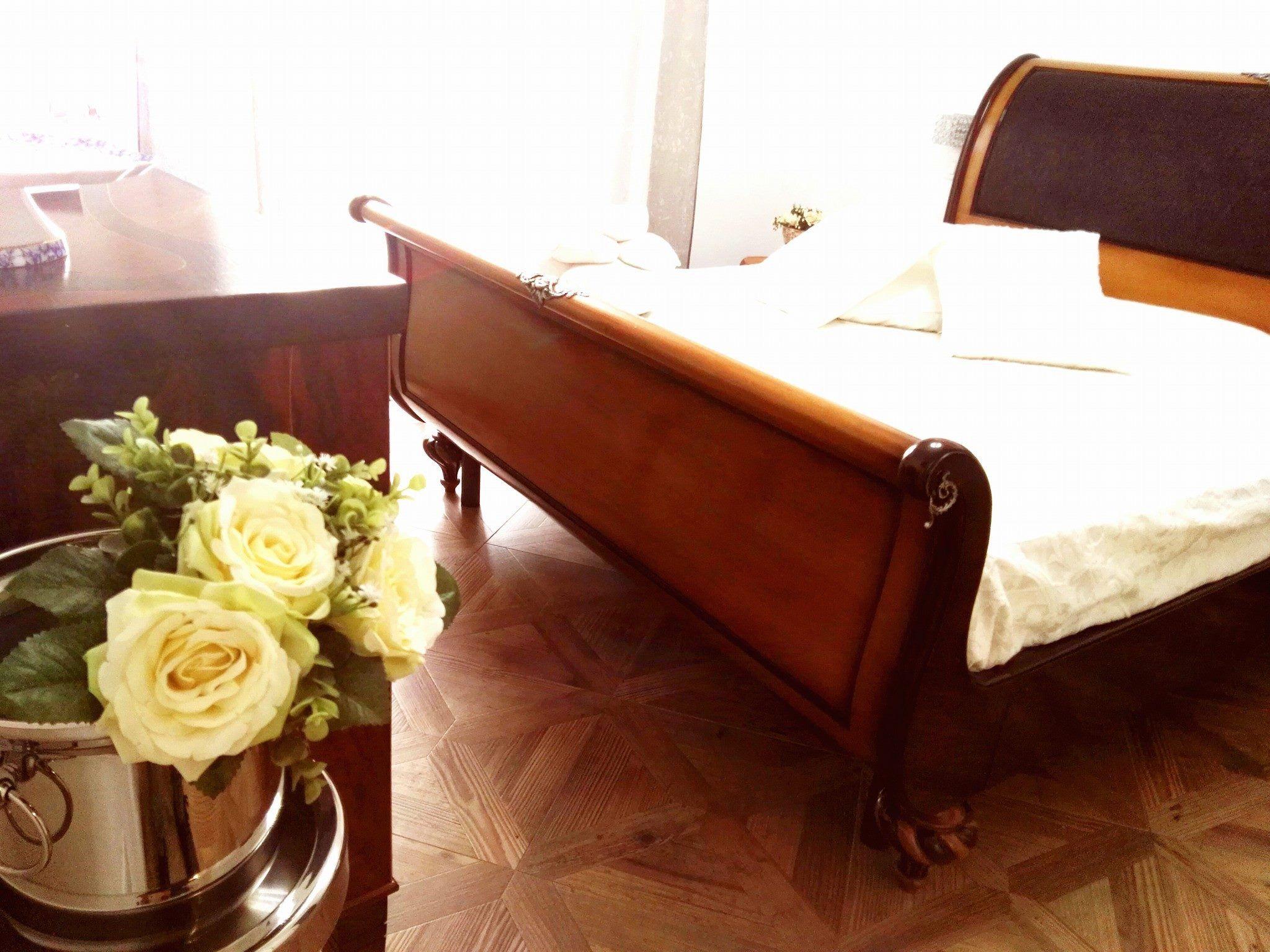 Ci Che Resta Di Tutti I Viaggi L Accoglienza Di Una Rosa  # Ruffino Muebles & Deco San Telmo