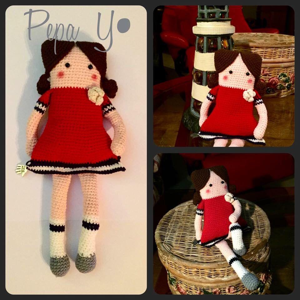 """MaryHattan la primera de la colección """"MariPepis """" de PepaY• . Muñeca cuadrada en técnica de crochet amigurumi"""