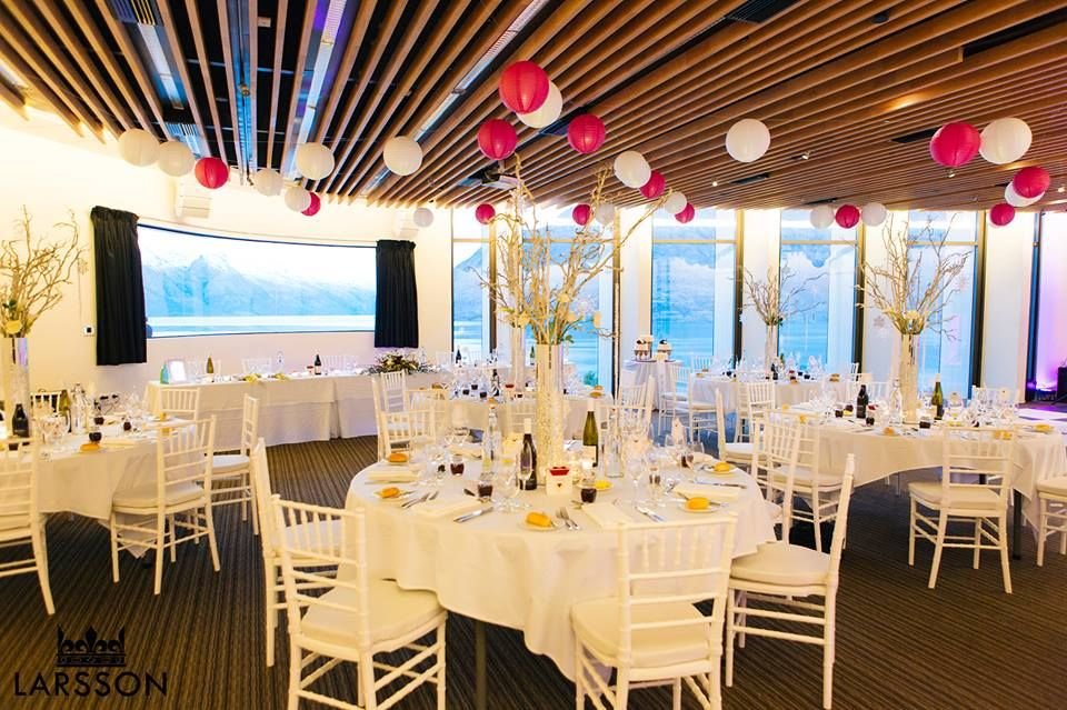 Festive wedding decor in queenstown new zealand wedding festive wedding decor in queenstown new zealand junglespirit Choice Image