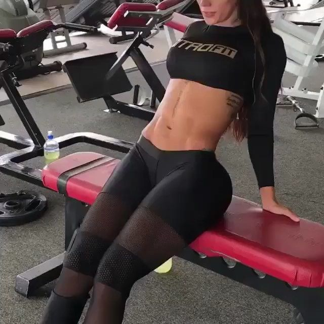LIT ABS WORKOUT . Do 3 sets and 20 reps. Your core will be sore for days . . . . credit @niaisazaoficial #fitness #fitfam #fitspo…