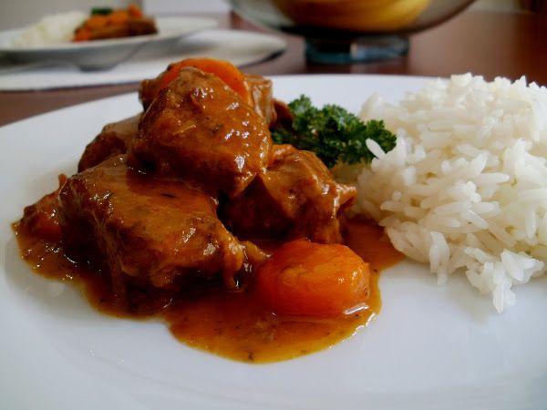 Estofado De Carne De Res Ternera Con Zanahorias Y Guarnición De Arroz Qué Completo Estofado De Carne Receta Estofado Estofado