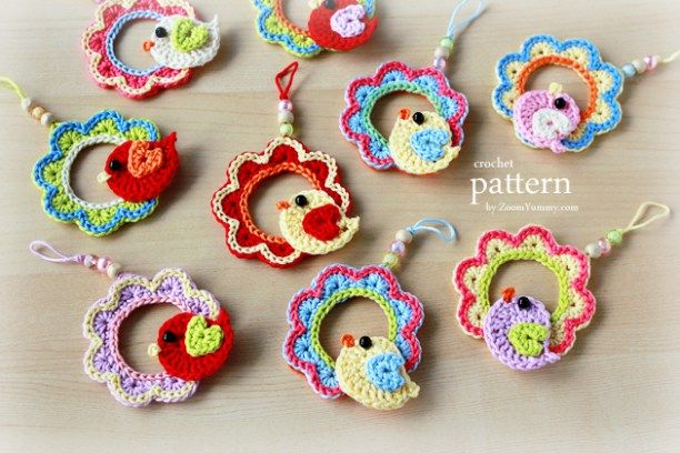 crochet pattern - a little crochet bird sitting on a wreath hanging ornament