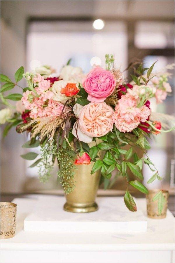 Tischdeko Hochzeit Ideen Blumen Pfingstrosen Gruen Messing Vase