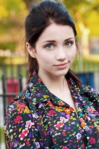Emily Rudd is just so... beautiful! There, nuff said no comment
