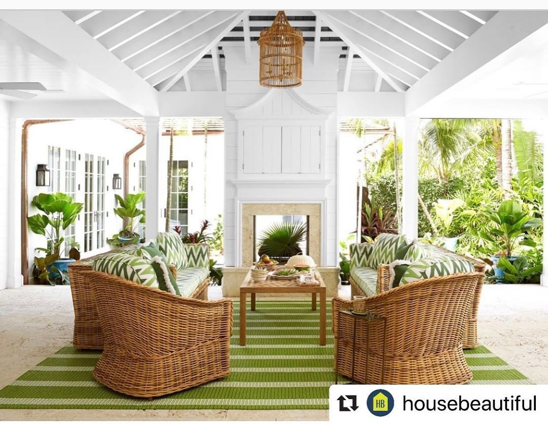 Lorna Gross On Instagram This Stunning Green Room Featured By Housebeautiful Embodies The Best Of Summer Happy Weeke Beautiful Homes Cottage Outdoor Living