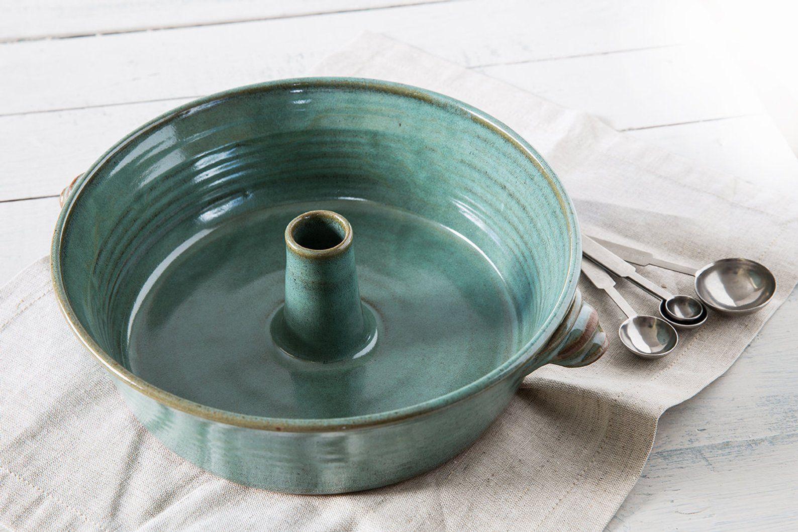 Ceramic baking dish baking pan bundt cake mold green cake