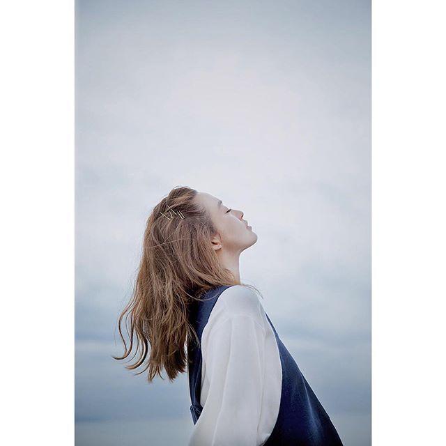 Good Morning  mysticと私がコラボして お洋服を作りました。  mysticの特設サイトが更新されて 海で撮った写真や動画も見れます。  今からtwitterから飛べるように 載せるので、 そちらをチェックしてね☺︎ http://www.mystic-web.jp/moeka/moeka_nozaki