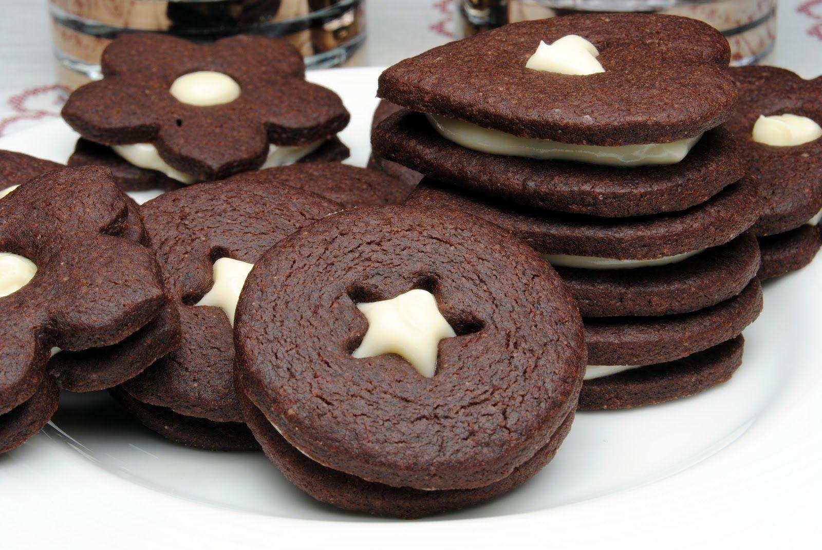 Sjokoladekjeks med vaniljefyll | Norwegian Christmas cakes and ...