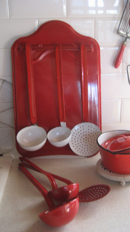 Red & white enamel  Cuisine rouge et blanche, Vaisselle vintage