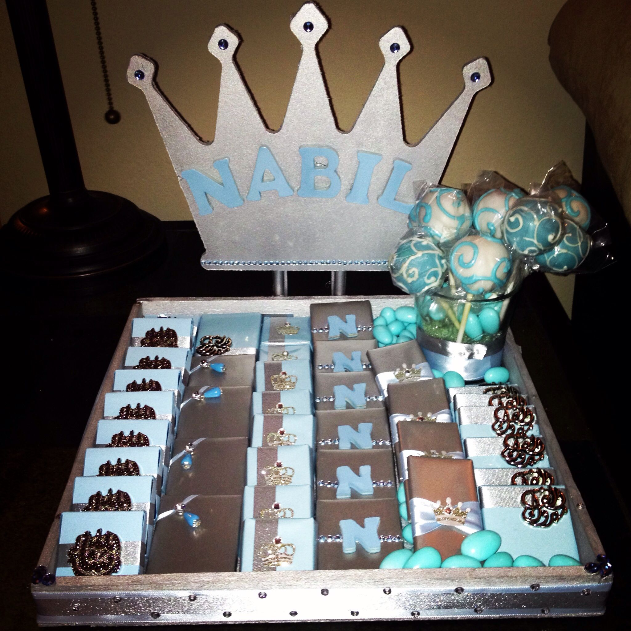 Loved this baby favor tray for my little nabil prince for Baby shower tray decoration
