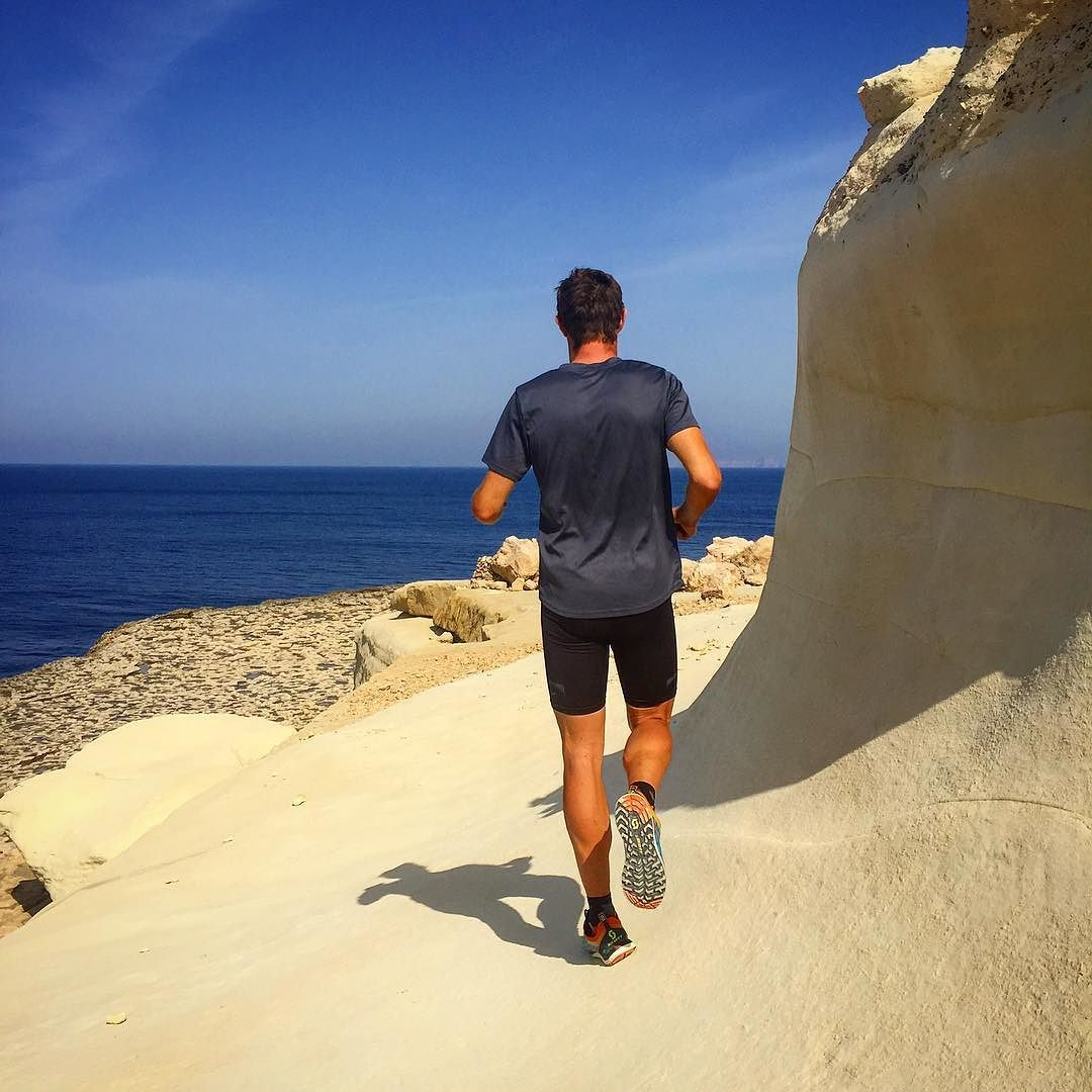Discovering hidden treasures of #malta #trailrunning with @jensroth_tri - took us a while to figure out how to get down the cliffs to the sea.
